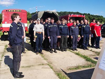 Slavnostní nástup hasičů při vyhlášení výsledků